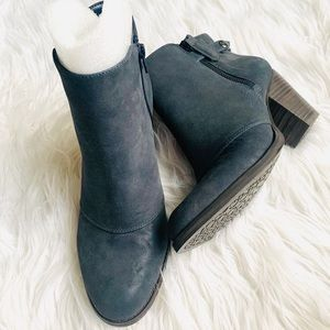 New Gianni Bini navy blue suede ankle boots